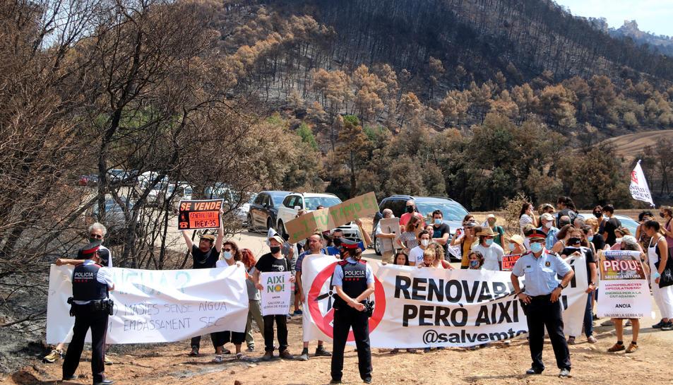 Concentració en contra de la massificació de parcs eòlics i solars al territori.
