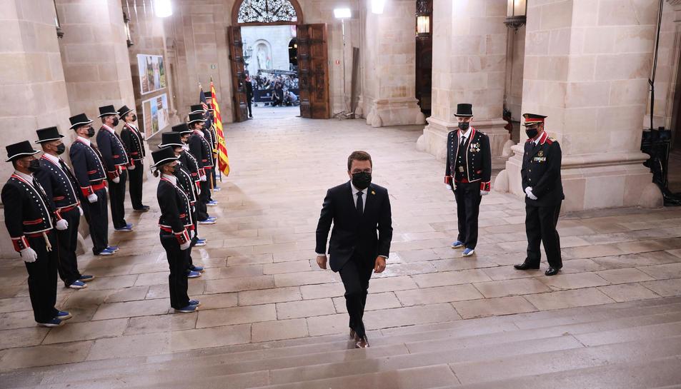 El President de la Generalitat, Pere Aragonès, després de passar guàrdia als Mossos d'Esquadra a l'entrada del Palau de la Generalitat