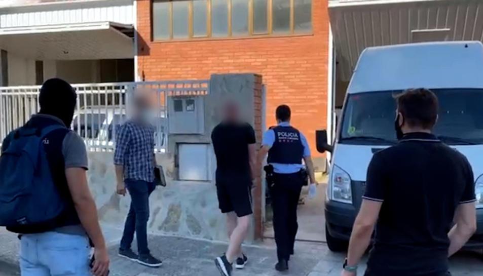 Detenció d'un dels membres del grup criminal que transportava marihuana de Catalunya al Regne Unit amagada en camions.