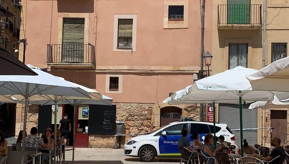 Alerten d'un petit despreniment d'un edifici de la plaça del Fòrum de Tarragona