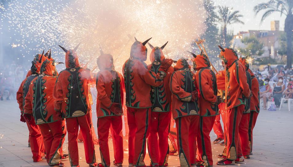 EL Ball de Diables durant les actuacions del Seguici al Parc de la Riera.