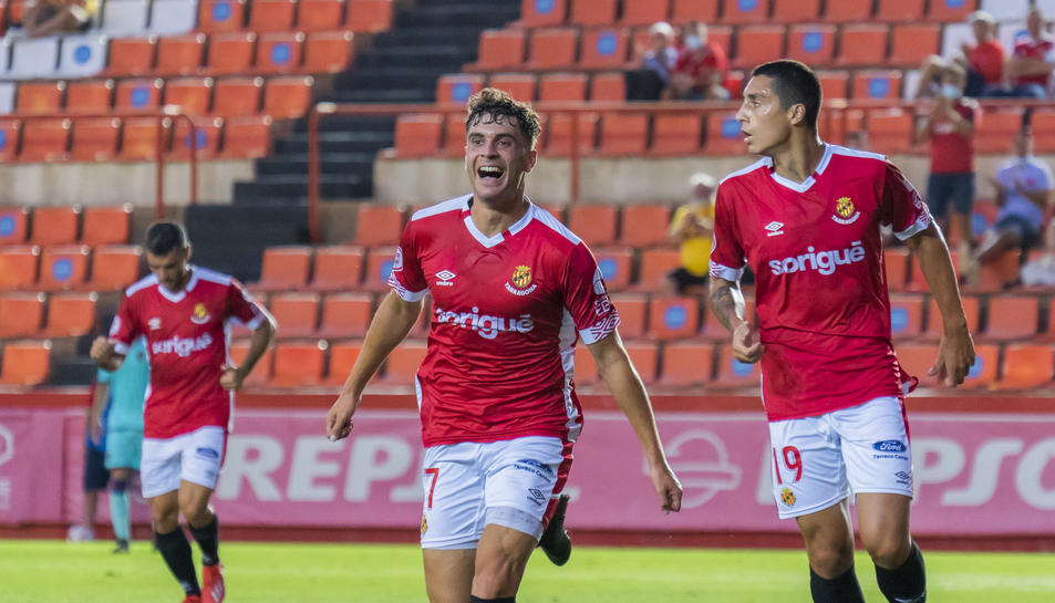 Pol Prats celebrant el tercer gol del Nàstic aconseguit després d'una bona pressió de Pedro del Campo, Pablo i el mateix Pol Prats.