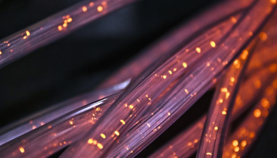 Imatge d'arxiu d'un cable de fibra.