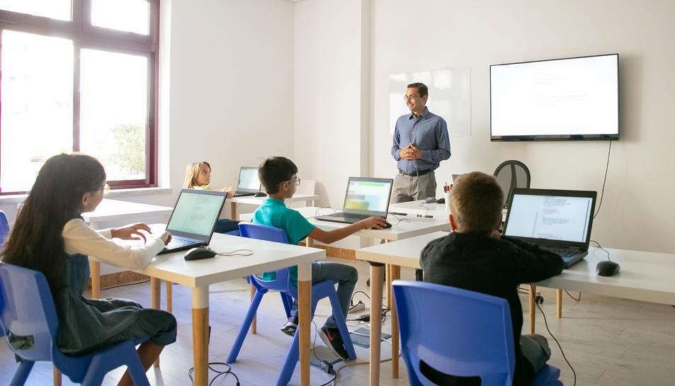 Es crearà la figura del mentor digital per escoles i docents.