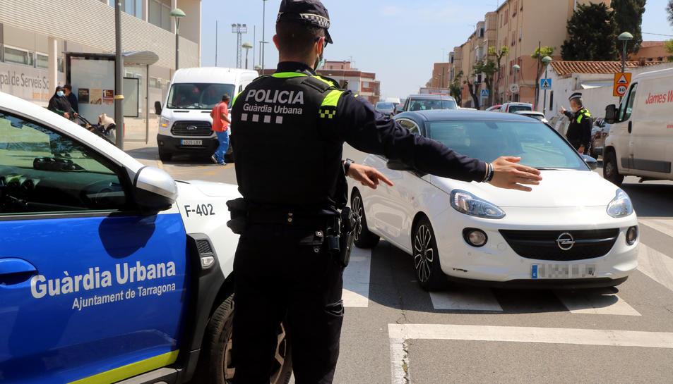 Imatge d'arxiu d'un control de la Guàrdia Urbana de Tarragona al barri de la Granja.