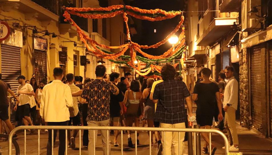 Un carrer de Gràcia en el primer divendres sense toc de queda.