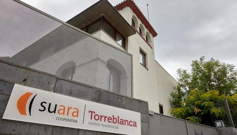 Entrada de la residència Torreblanca de Sant Joan de les Fonts.