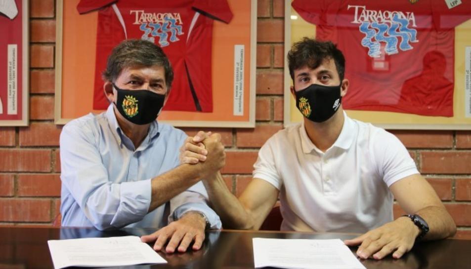 Imatge del davanter grana am el president del club Josep Maria Andreu.