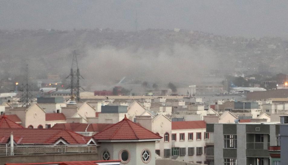 Imatge del fum de les bombes just després de l'atac.