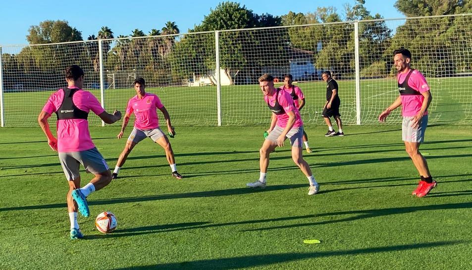 L'equip en un entrenament previ al partit.