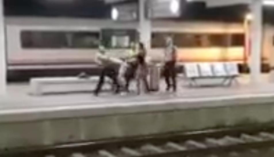 Captura de pantalla del vídeo penjat a xarxes socials de l'agressió.