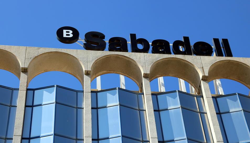 Detall d'un rètol del Banc Sabadell.