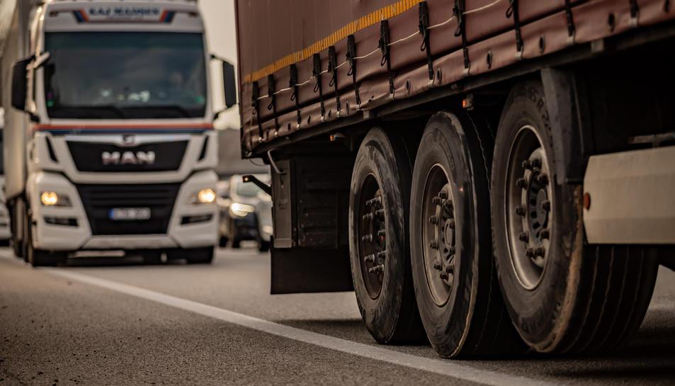 Imatge d'arxiu de dos camions.