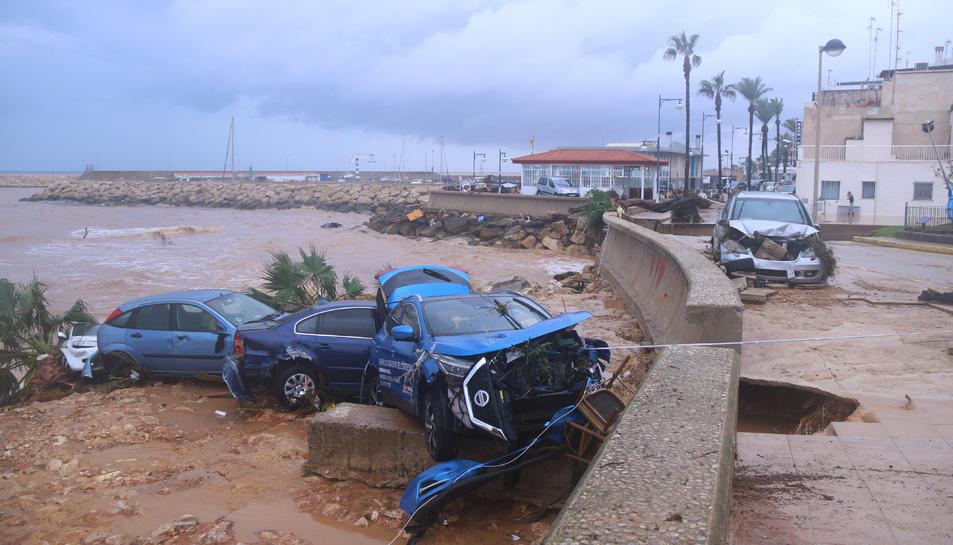 Cotxes destrossats pel temporal.