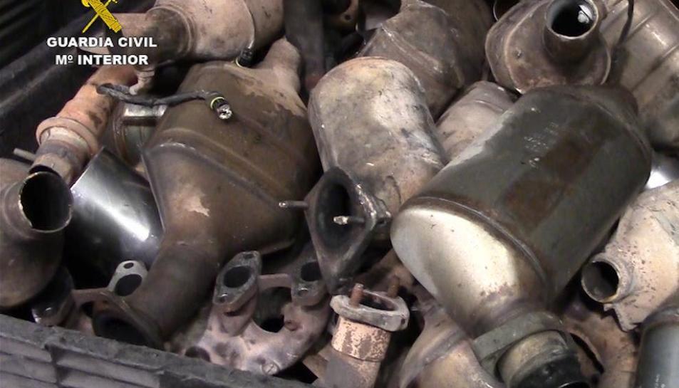 Imatge d'arxiu de catalitzadors de vehicles que van ser robats.