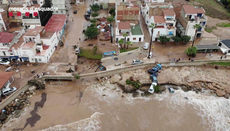 Imatge de dron de les destrosses dels aiguats a Alcanar.