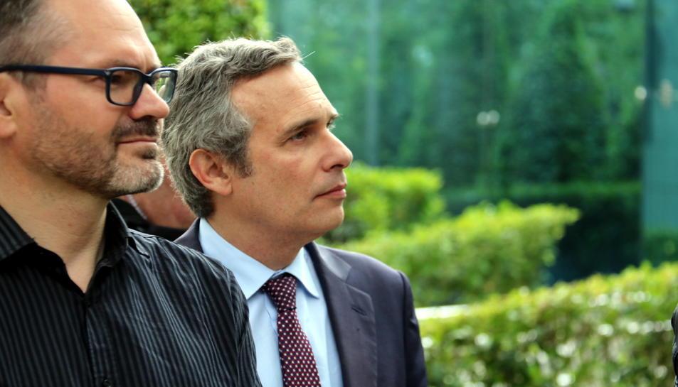 En primer terme, el vicepresident primer del Parlament, Josep Costa, i l'historiador Josep Lluís Alay, a l'Audiència Nacional