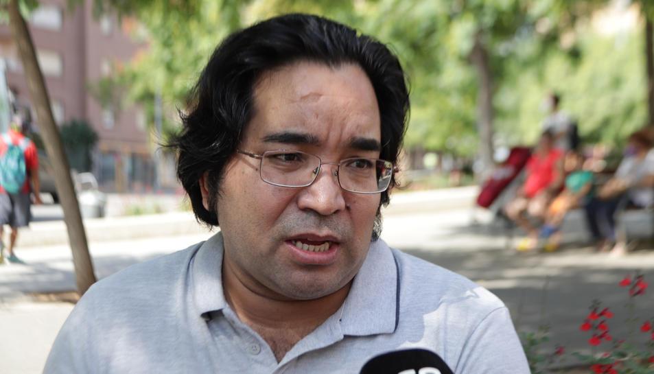 Bashir Eskandari, exiliat polític i president de l'Associació Afganesos i Catalans, en una entrevista a L'Hospitalet de Llobregat,