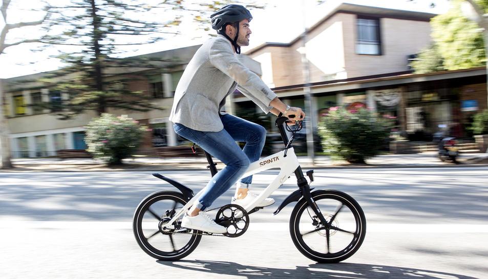 «Com que a Tarragona tenim pendents, les bicis haurien de ser elèctriques», justifica Puig.