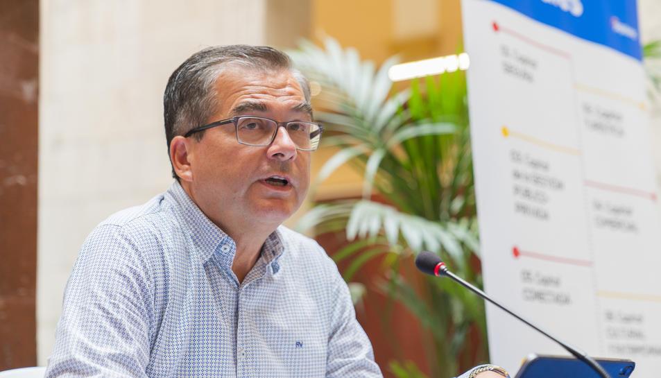 El portaveu popular, José Luis Martín, presentant el cicle.