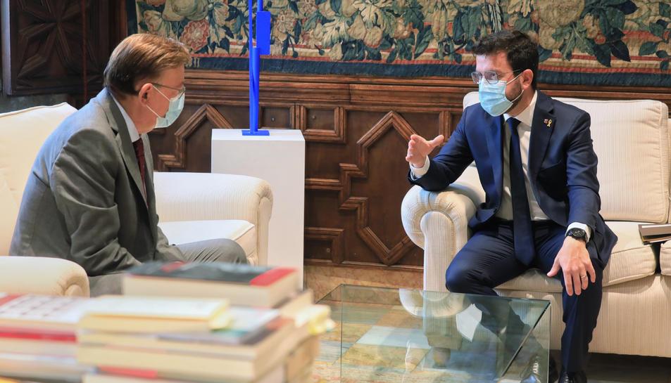 El president del Govern, Pere Aragonès, al Palau de la Generalitat Valenciana amb el president del País Valencià, Ximo Puig.
