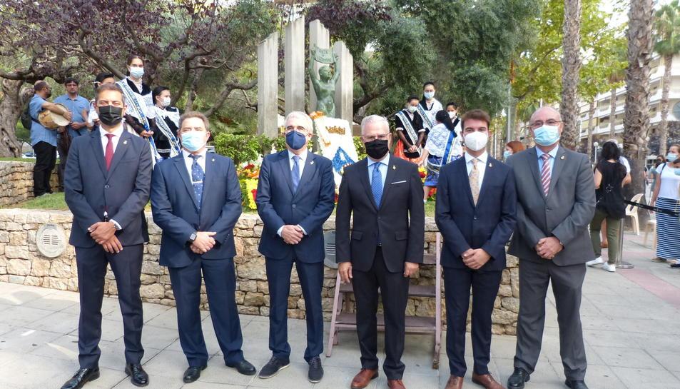 L'alcalde de Salou i els representants de les institucions durant l'acte.