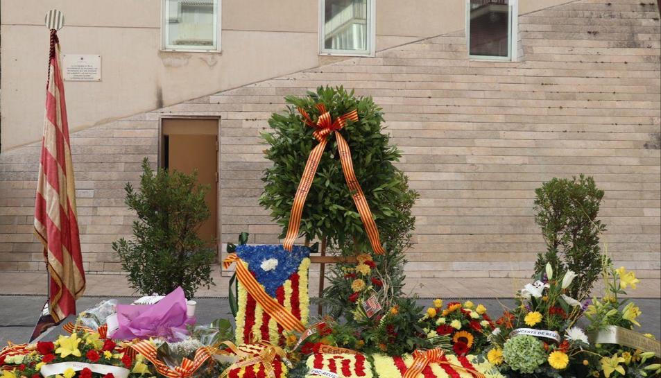 Reus commemora la Diada amb una actuació castellera i ofrenes florals