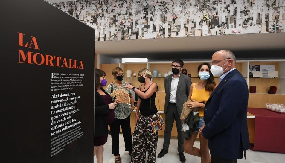 Inauguració de l'exposició el passat dijous a Reus amb l'alcalde Carles Pellicer.