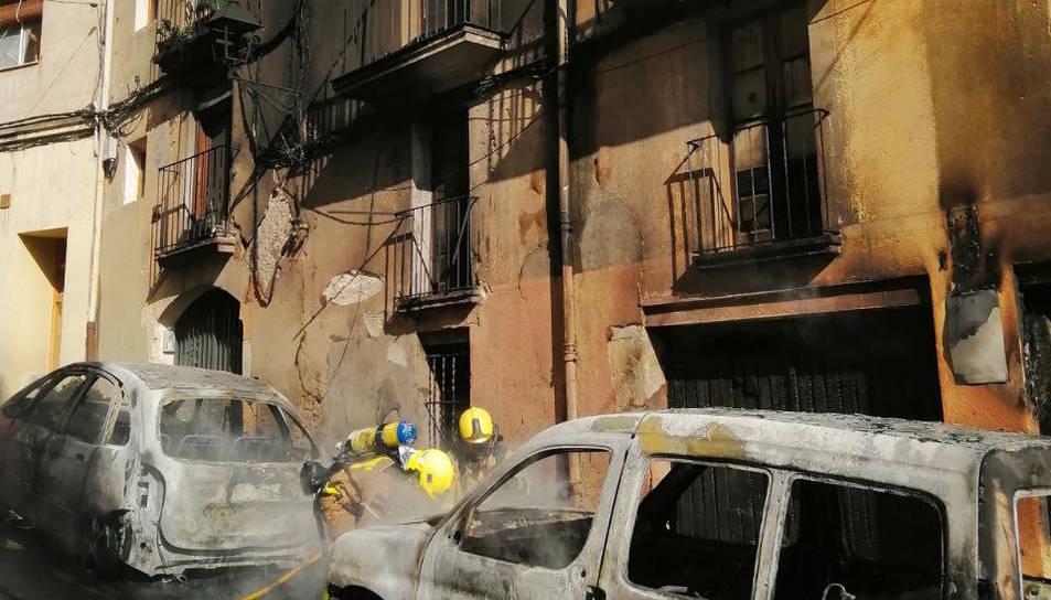 Imatge dels edificis propers després de l'incendi.