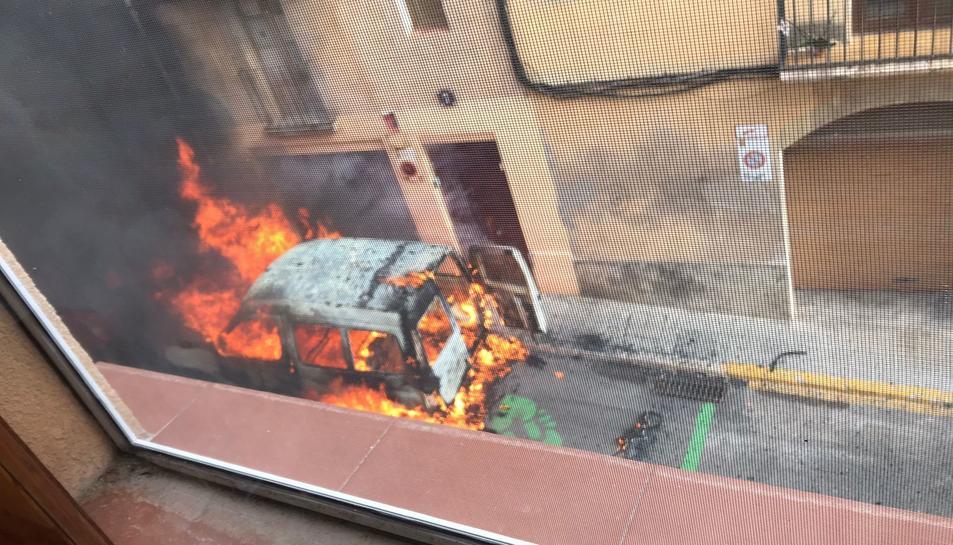 La furgoneta cremant-se.