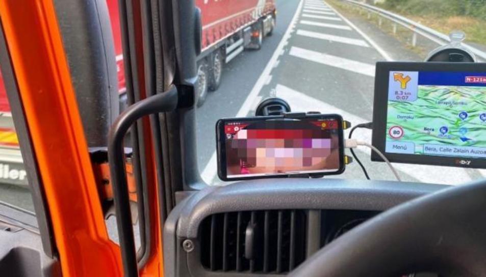 El conductor estava veient porno quan va ser immobilitzat.