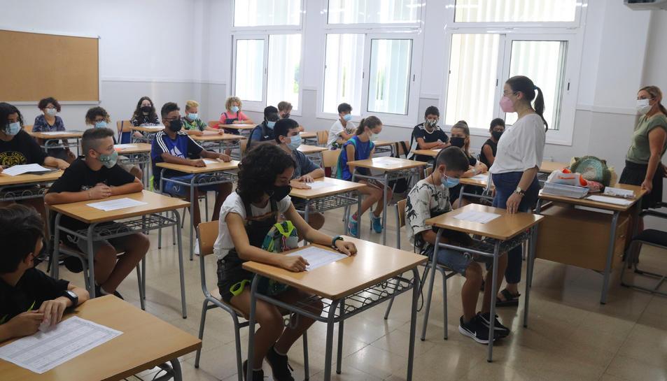 Pla general d'una aula de primer d'ESO de l'institut Ramon Barbat.