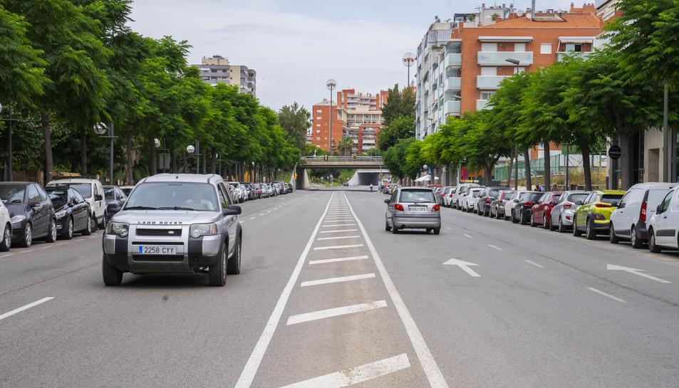 Imatge d'uns patinets elèctrics al centre de la ciutat de Tarragona, que ha experimentat un augment d'aquests vehicles.