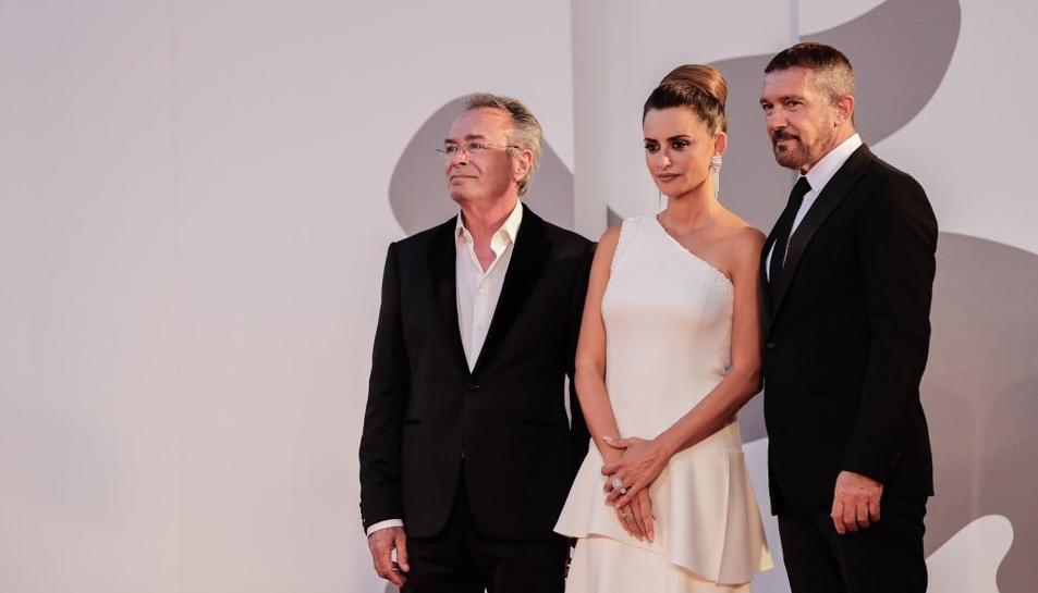 Penélope Cruz i Antonio Banderas a l'alfombra roja del Festival de Cine de Venècia.