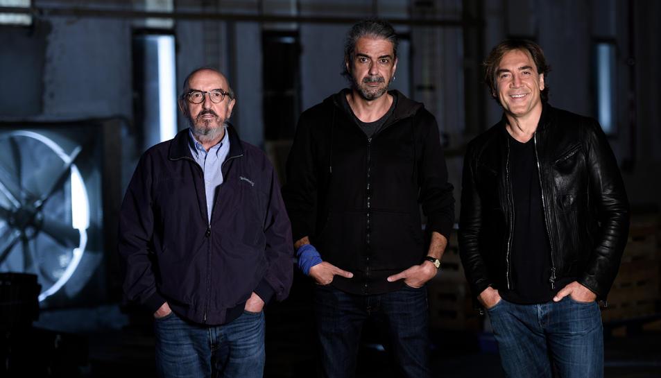 Jaume Roures, Fernando León de Atanoa y Javier Bardem al set de rodatge d''El Buen Patrón'.