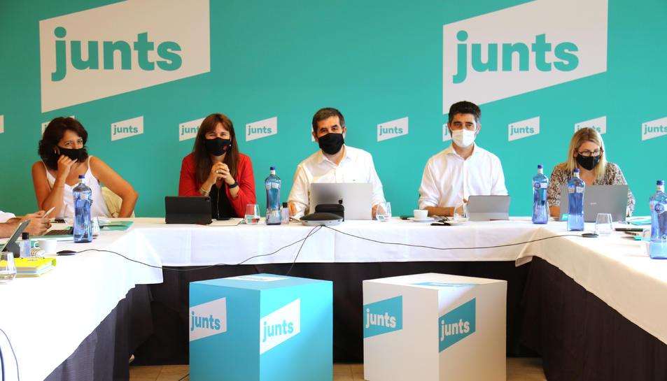 Pla conjunt d'Anna Erra, Laura Borràs, Jordi Sànchez, Jordi Puigneró i Elsa Artadi a la reunió de l'executiva de JxCat.