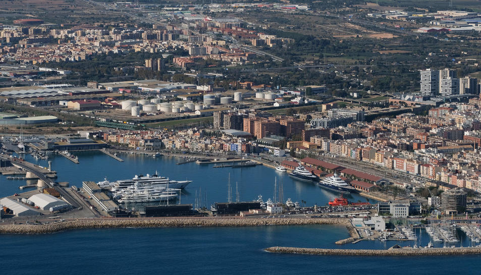 Imatge a vista de dron del Port de Tarragona.