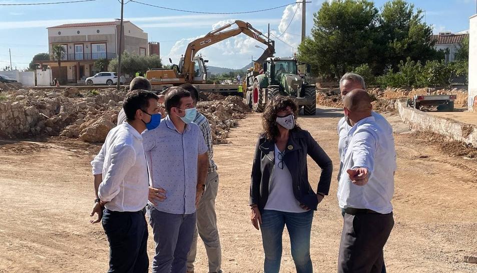 La consellera d'Acció Climàtica visitant les obres de restitució dels danys provocats pels aiguats al municipi d'Alcanar.