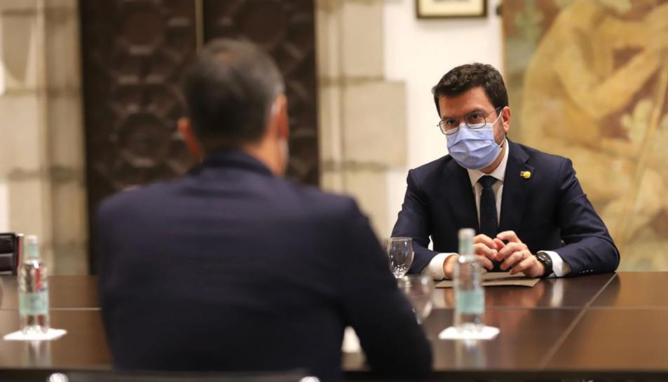 El president de la Generalitat, Pere Aragonès, reunit amb el cap de la Moncloa, Pedro Sánchez, durant la reunió de la taula de diàleg.