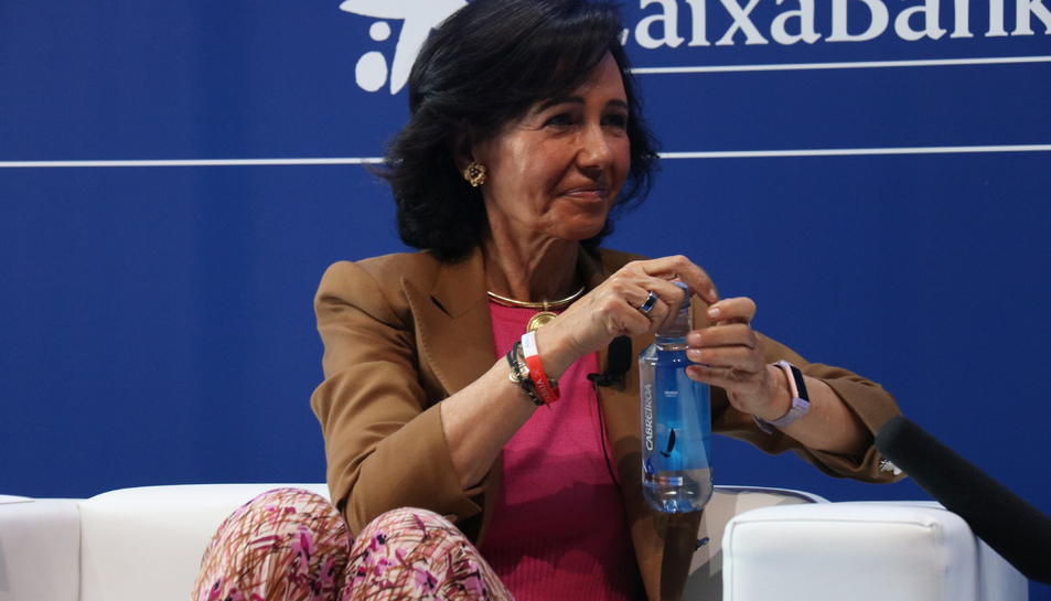 Ana Botín, presidenta executiva del Banc Santander en una intervenció al Cercle d'Economia.