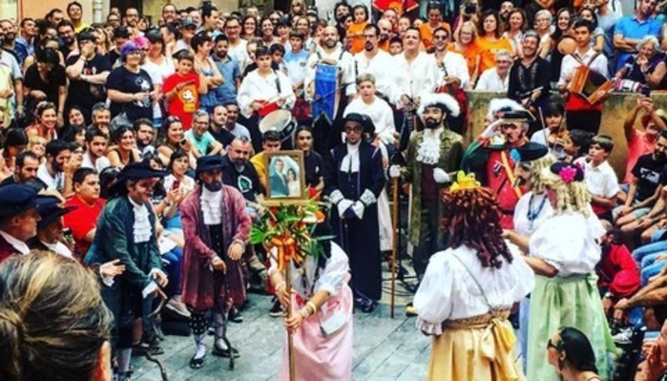 Representació del ball parlat a la plaça de Dames i Vells de Tarragona.