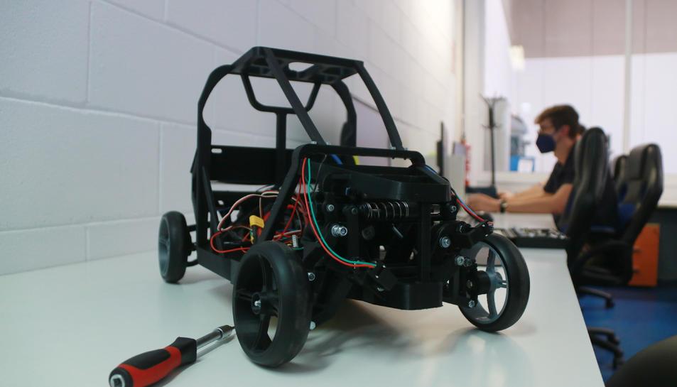 Pla mitjà del prototip en escala 1:5 del vehicle Virante AT.