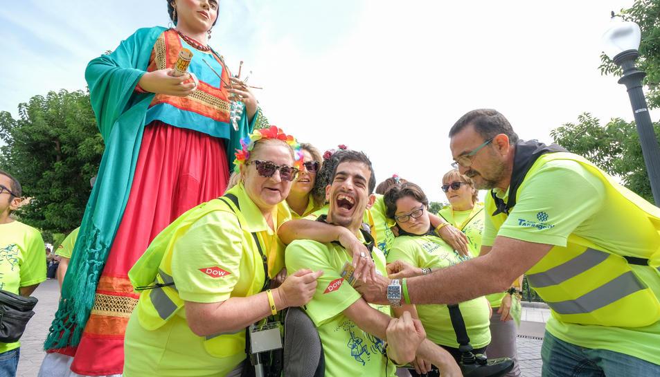 La penya festiva de la Festa per a tothom tornarà a veure ballar la geganta Frida.