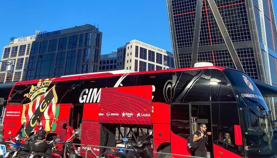 El bus del Gimnàstic de Tarragona, en Madrid.