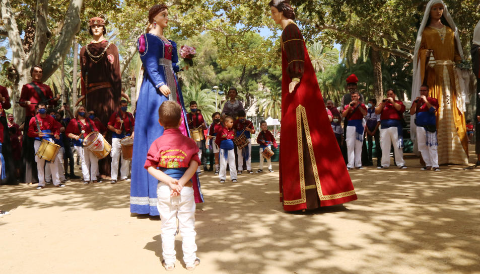 Els gegantons Rufo i Rubí en la seva estrena durant la ballada de les colles locals organitzada en el marc de la XXXIII Ciutat Gegantera de Catalunya.