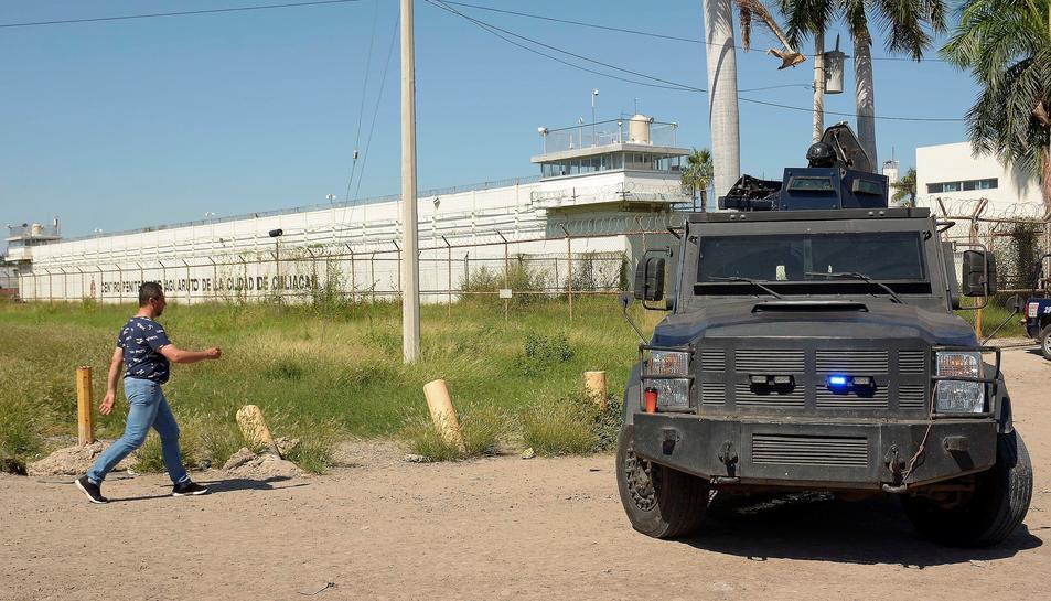 Imatge de la policia a l'exterior de la presó de Mèxic.