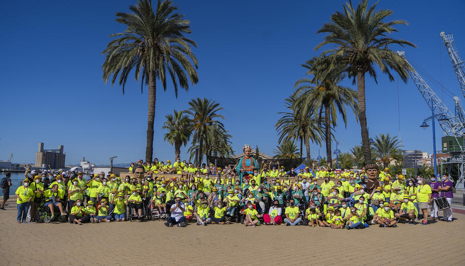 Més de 150 persones celebren la 'Festa per a Tothom' al Moll de Costa de Tarragona