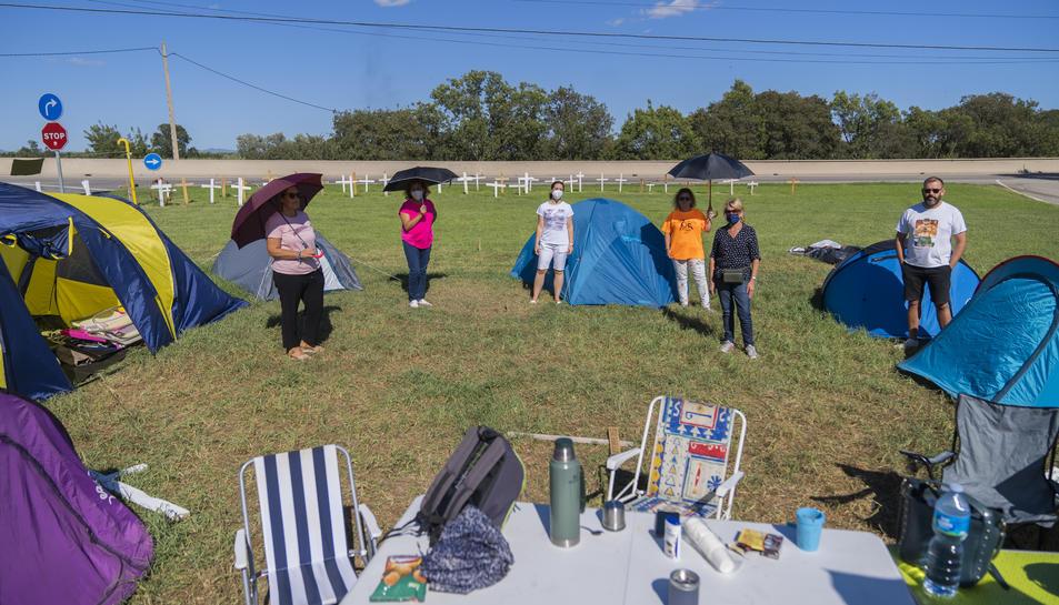 Imatge de l'acampada dels treballadors davant l'empresa.