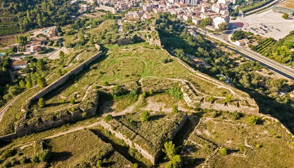 Imatge aèria del conjunt de muralles de Tortosa.