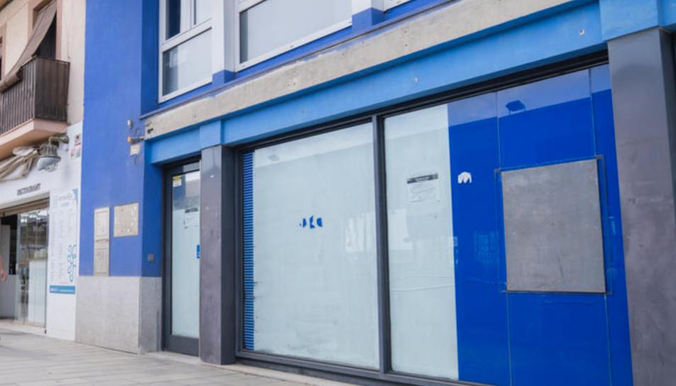 El caixer de BBVA al carrer de Trafalgar era el darrer obert al barri, però va tancar definitivament ja fa un parell de mesos.